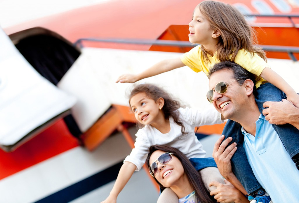 photodune-2985244-family-traveling-by-airplane-m-1024x697